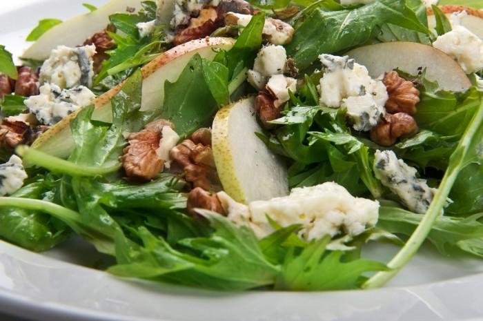 Chef salad with walnuts